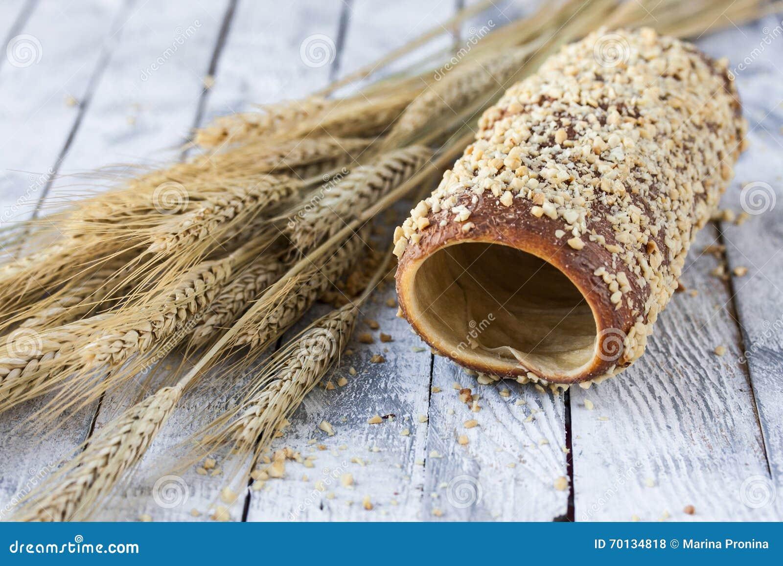 Ουγγρικά μια στρογγυλή φραντζόλα με τα φυστίκια