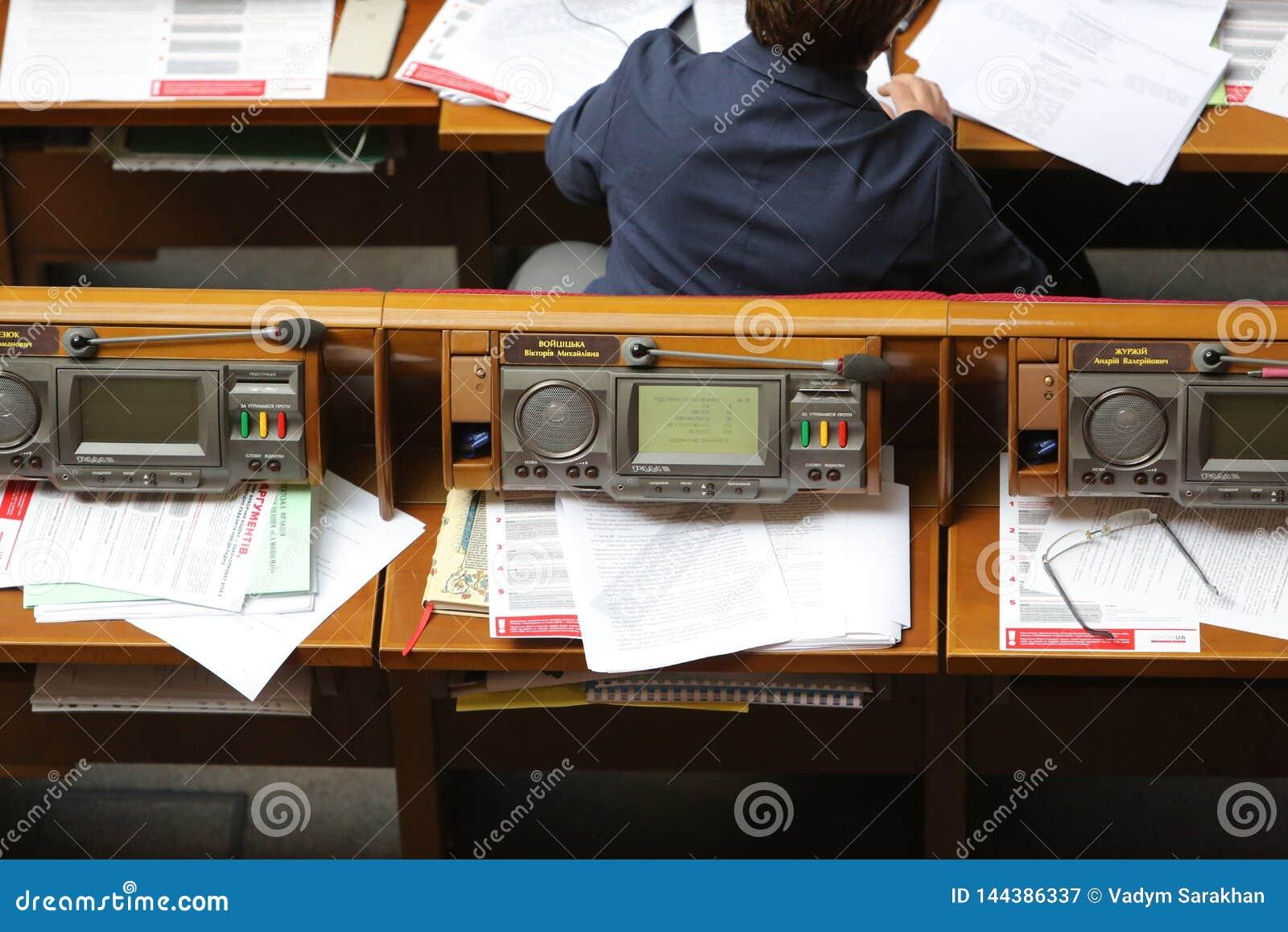 09 04 2019 Ουκρανία Κίεβο Verkhovna Rada της Ουκρανίας Ο εργασιακός χώρος του αναπληρωτή των ανθρώπων της Ουκρανίας