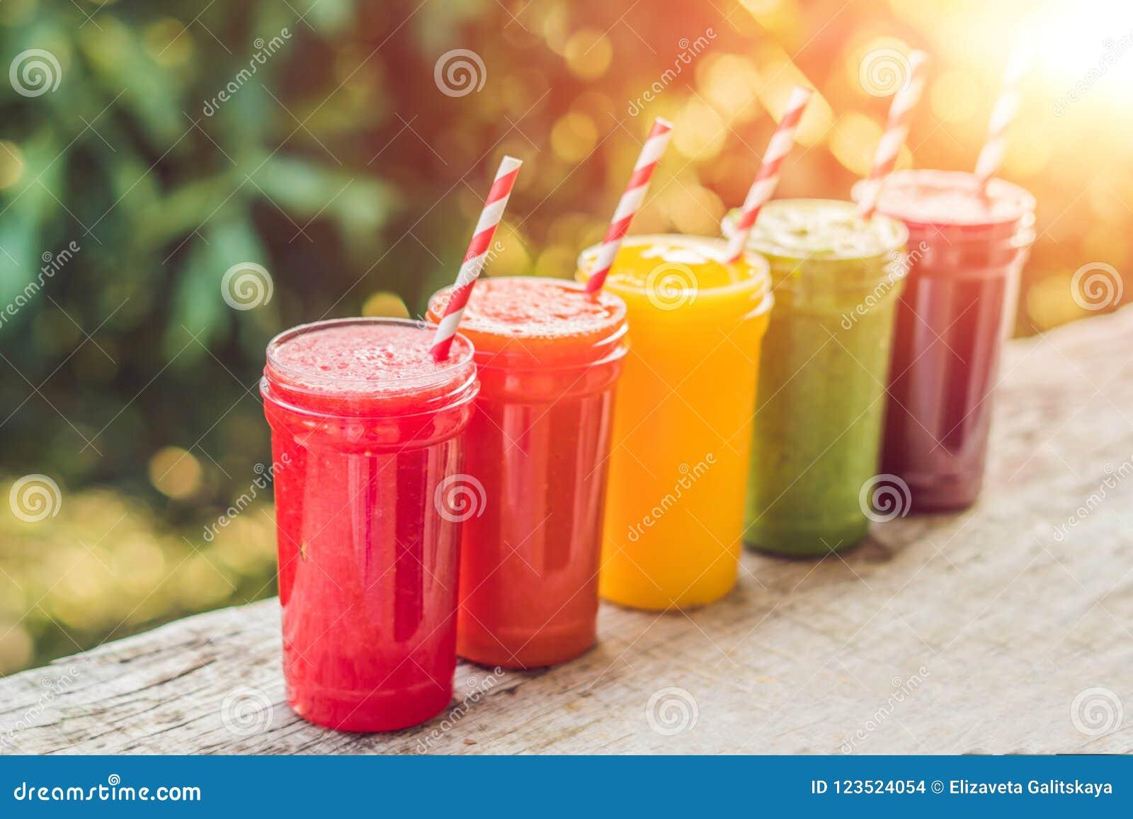 Ουράνιο τόξο από τους καταφερτζήδες Καρπούζι, papaya, μάγκο, σπανάκι και δ