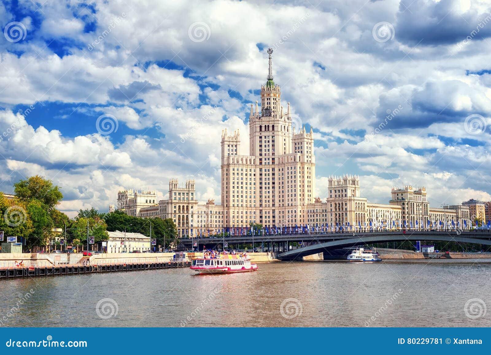 Ουρανοξύστης σταλινιστών στον ποταμό Moskva, Μόσχα, Ρωσία