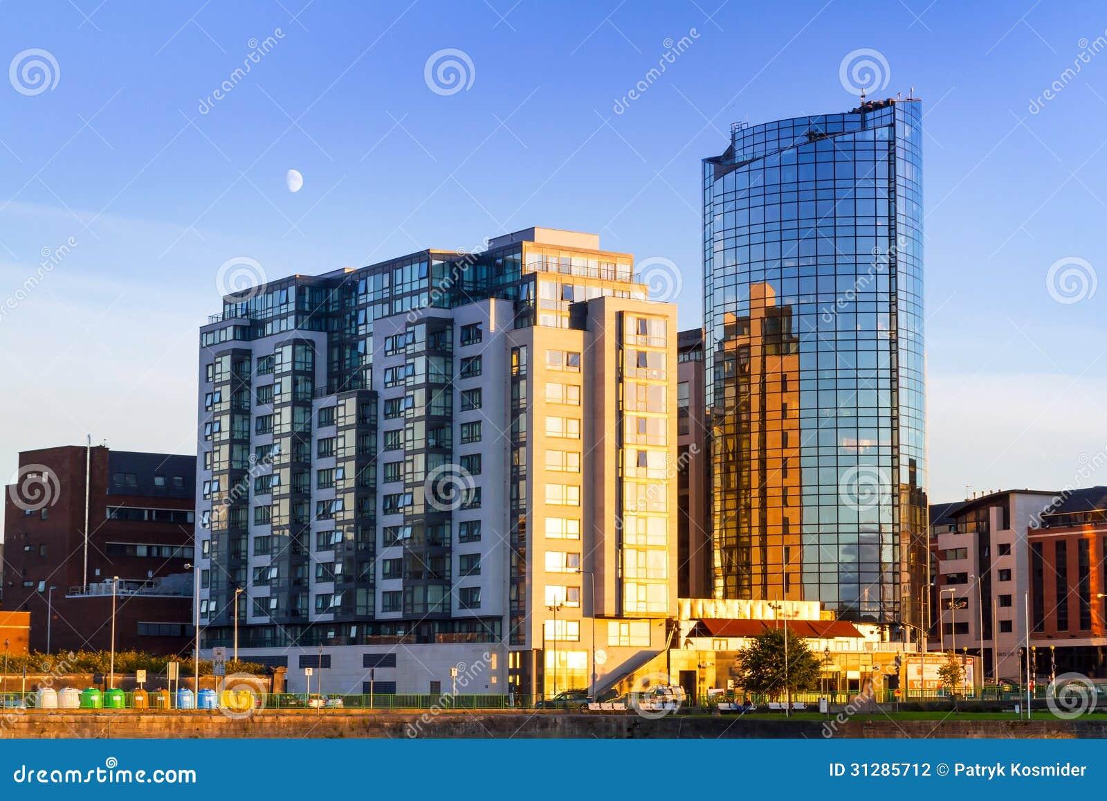 Ουρανοξύστης Riverpoint στο πεντάστιχο