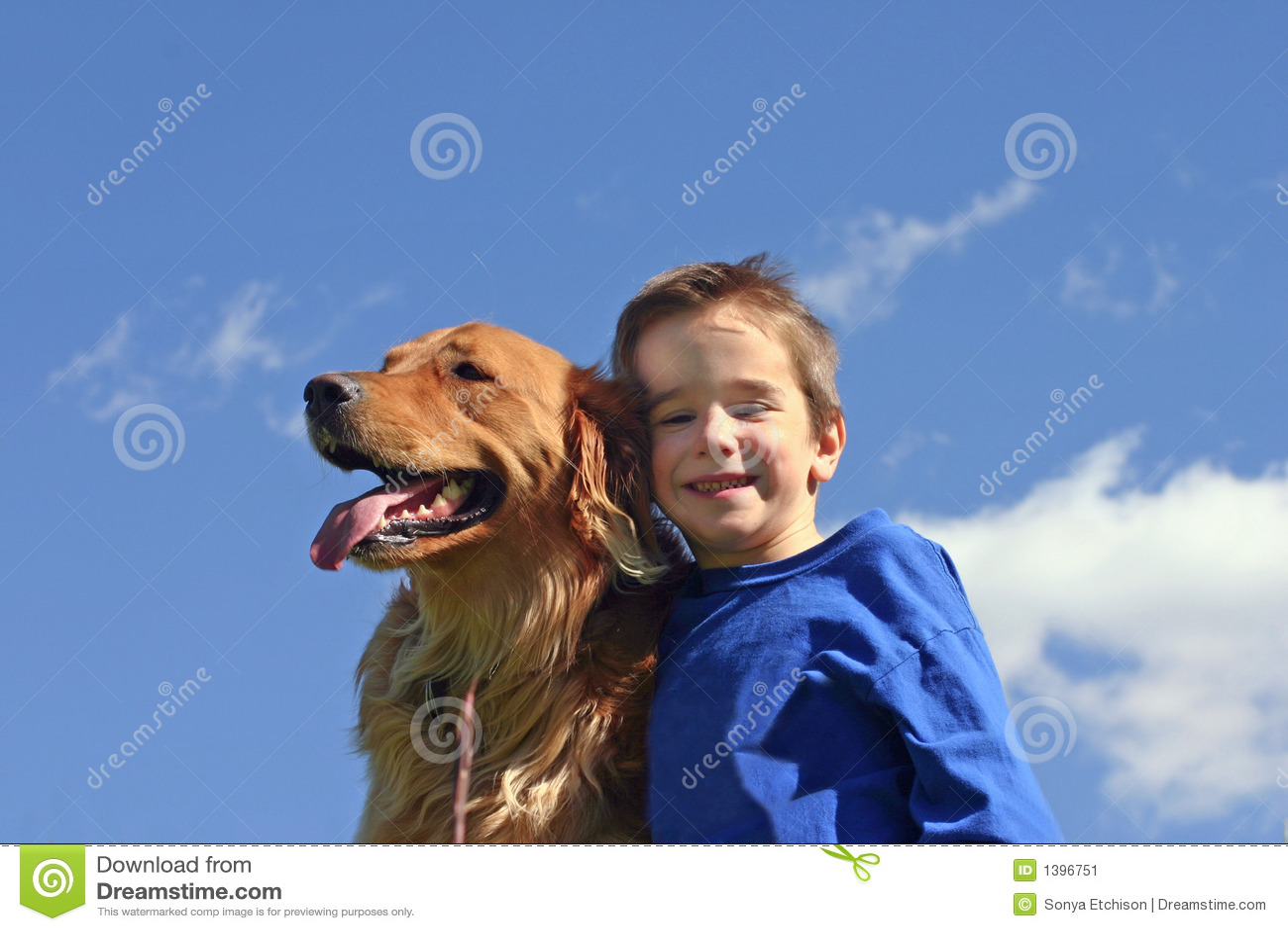 ουρανός σκυλιών αγοριών