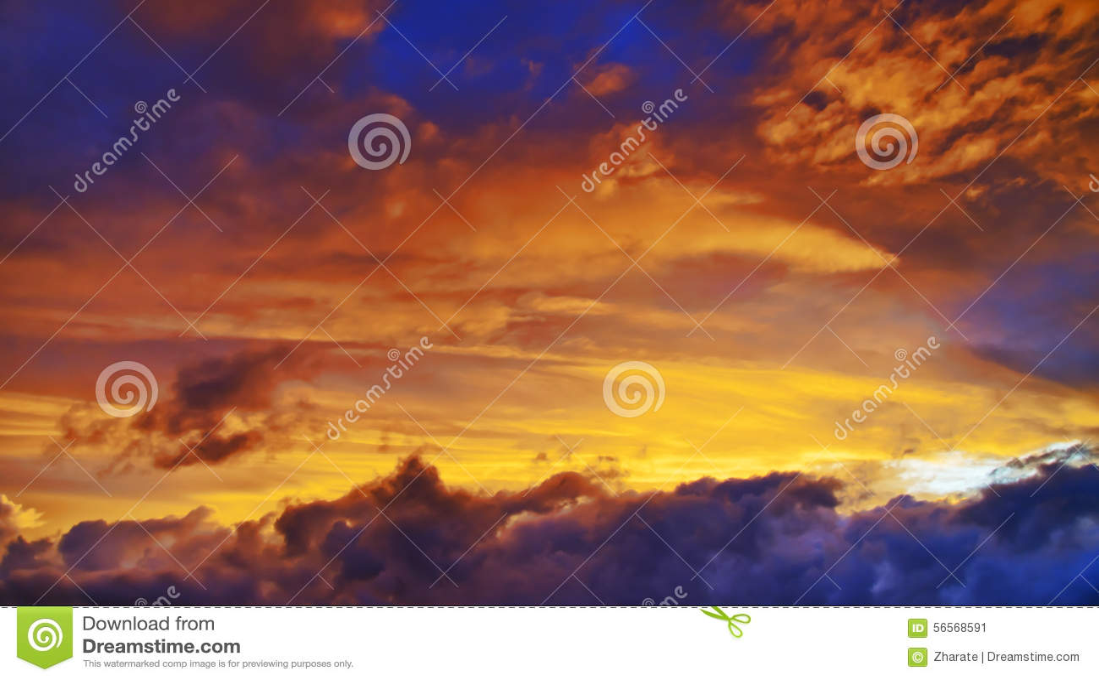 Download Ουρανός στο ηλιοβασίλεμα στοκ εικόνα. εικόνα από χνουδωτός - 56568591