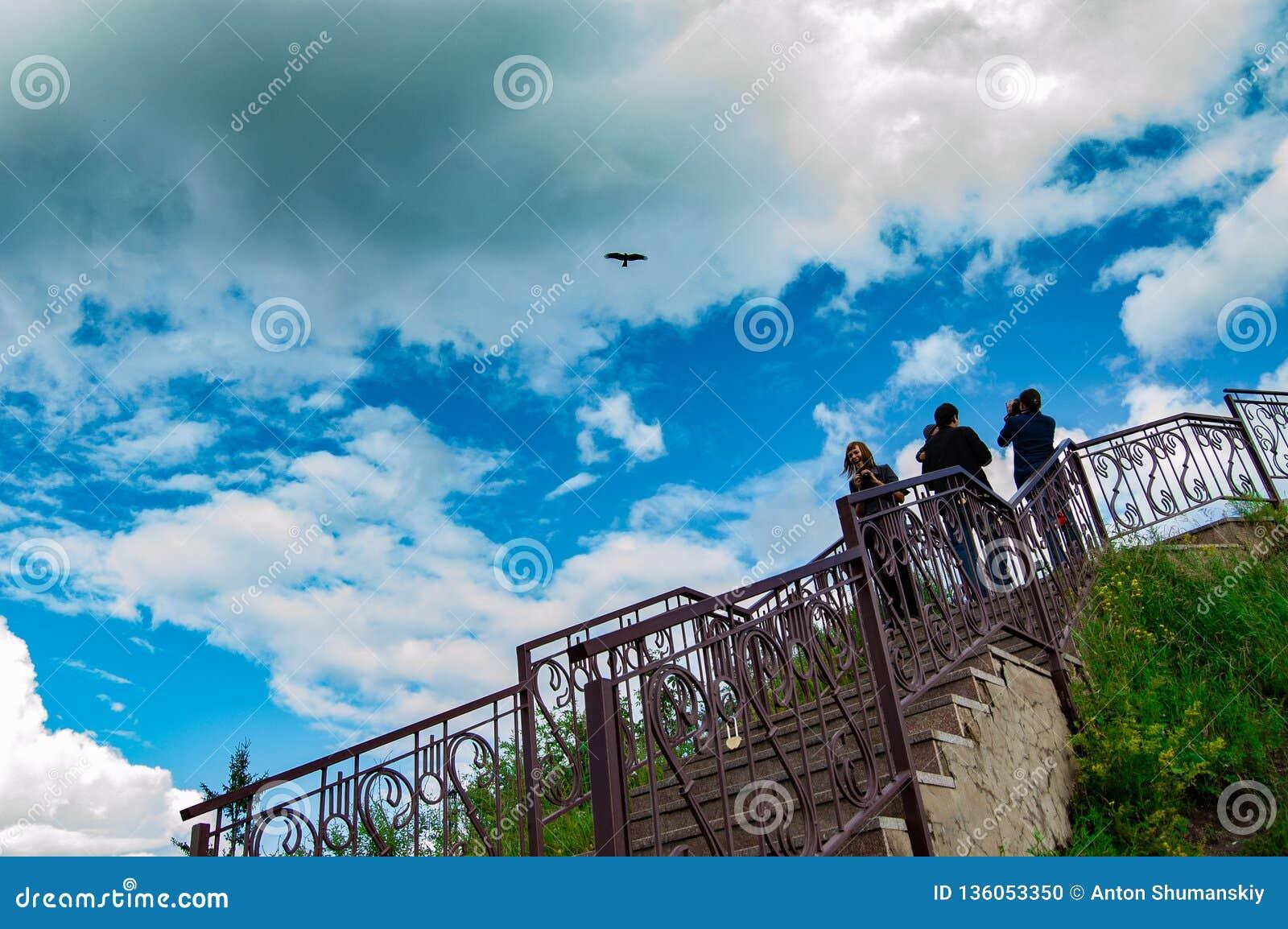 Ουρανός, σύννεφα και άνθρωποι