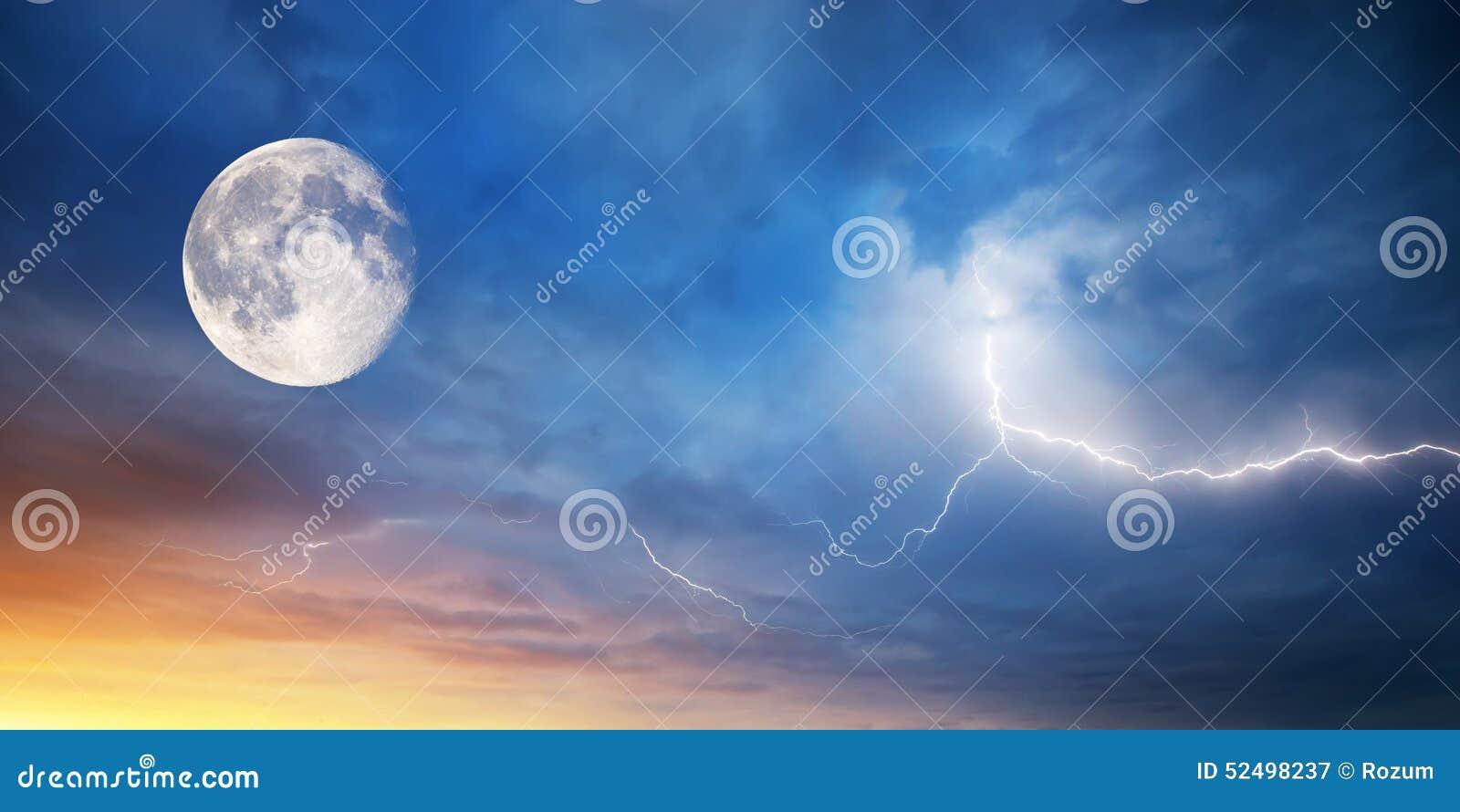 ουρανός φεγγαριών αστραπής σύνθεσης