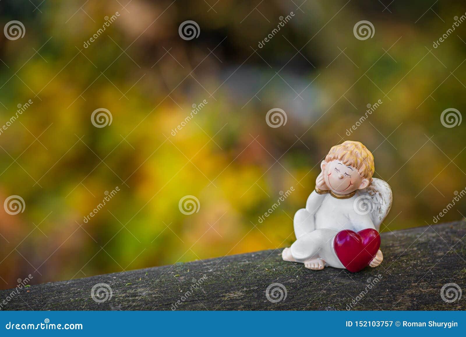 Ο άγγελος που κρατά την αγάπη