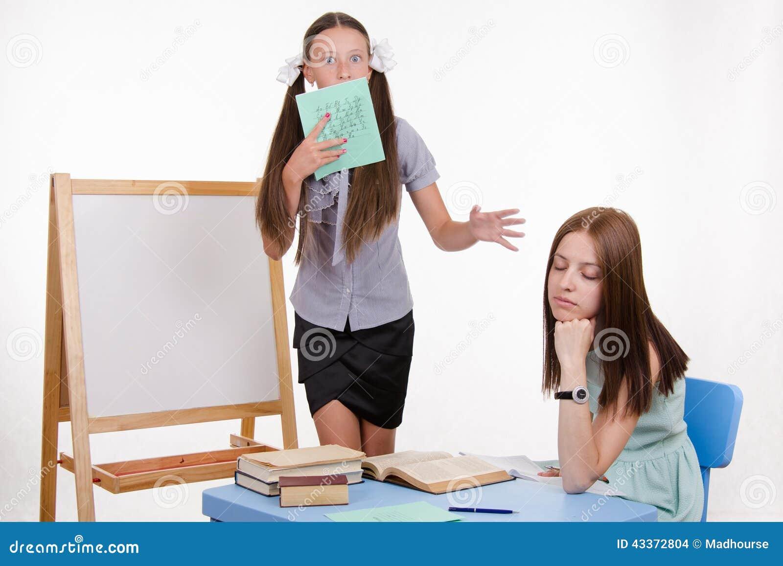 Ο δάσκαλος πήγε στον ύπνο δεδομένου ότι ο σπουδαστής συναντά τον πίνακα