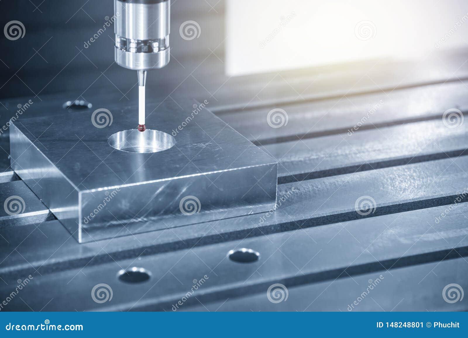 Ο έλεγχος αφής συνδέει στη CNC μηχανή άλεσης για το κέντρο του μέρους