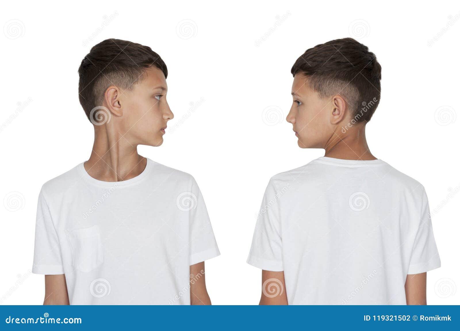 Ο έφηβος αγοριών γύρισε το κεφάλι του στο μέτωπο πλάγιας όψης και πίσω