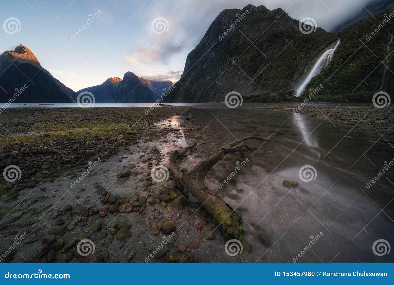 Ο ήχος Milford fiord Εθνικό πάρκο Fiordland