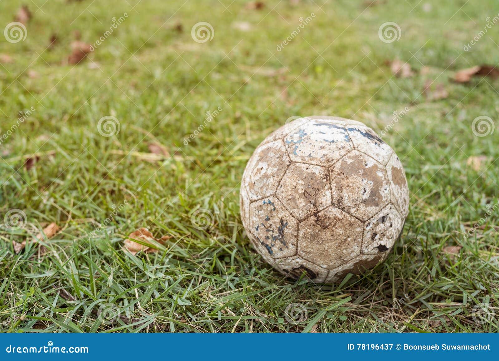Ο αναδρομικός τόνος χρησιμοποίησε την παλαιά σφαίρα ποδοσφαίρου