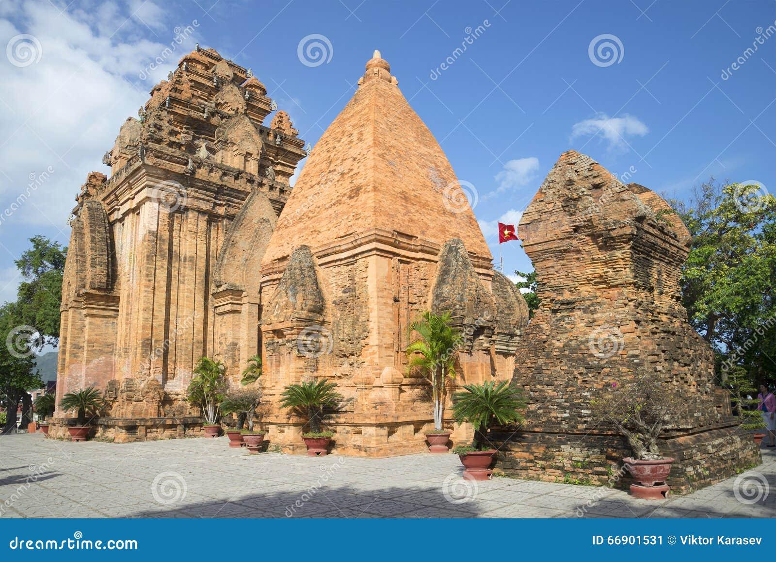 Ο αρχαίος ναός σύνθετος po Nagar Η κύρια έλξη σε Nha Trang Βιετνάμ