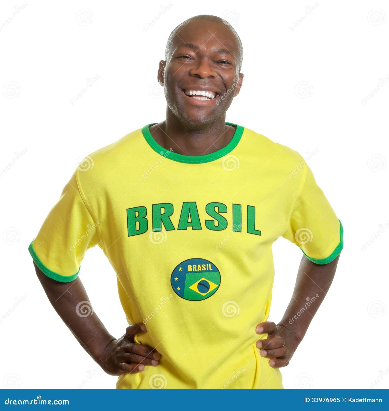 Ο βραζιλιάνος ανεμιστήρας ποδοσφαίρου είναι έτοιμος για την έναρξη