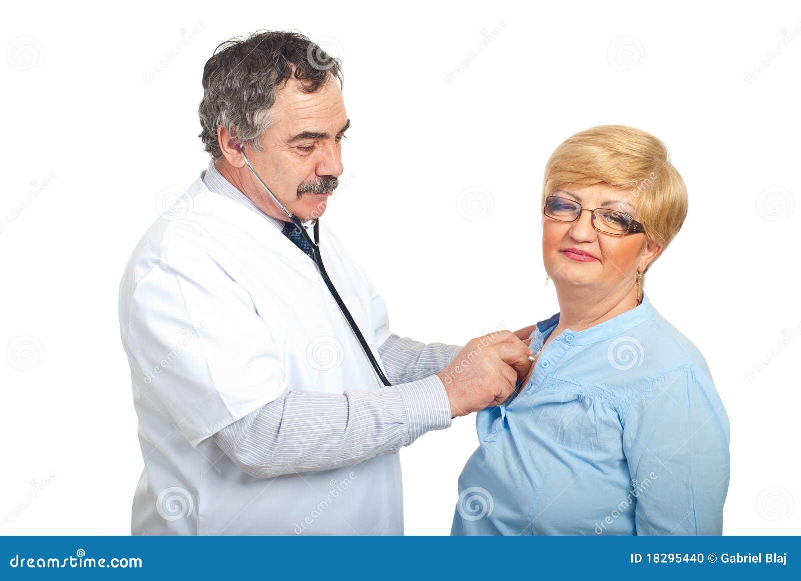 ο γιατρός εξετάζει την ώριμ