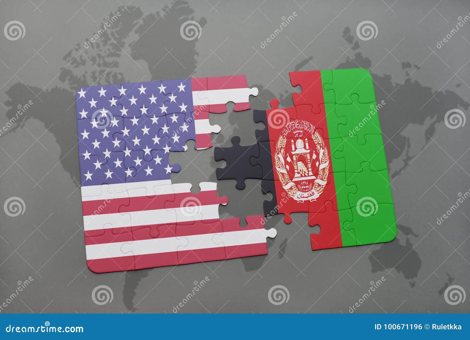 Ο γρίφος με τη εθνική σημαία των Ηνωμένων Πολιτειών της Αμερικής και το Αφγανιστάν σε έναν κόσμο χαρτογραφούν το υπόβαθρο
