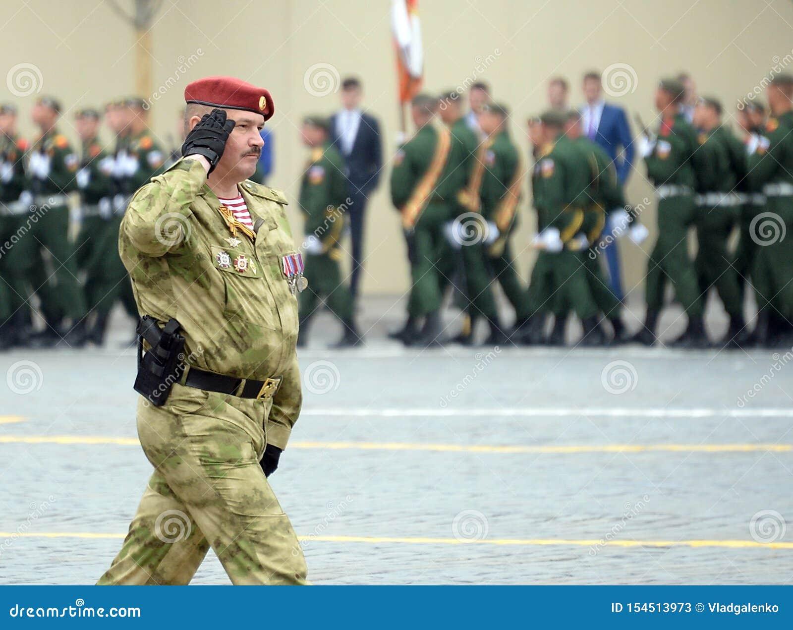 Ο διοικητής ενός χωριστού τμήματος σε τους Εθνική φρουρά στρατεύματα σημαντικός στρατηγός Dmitry Cherepanov Dzerzhinsky