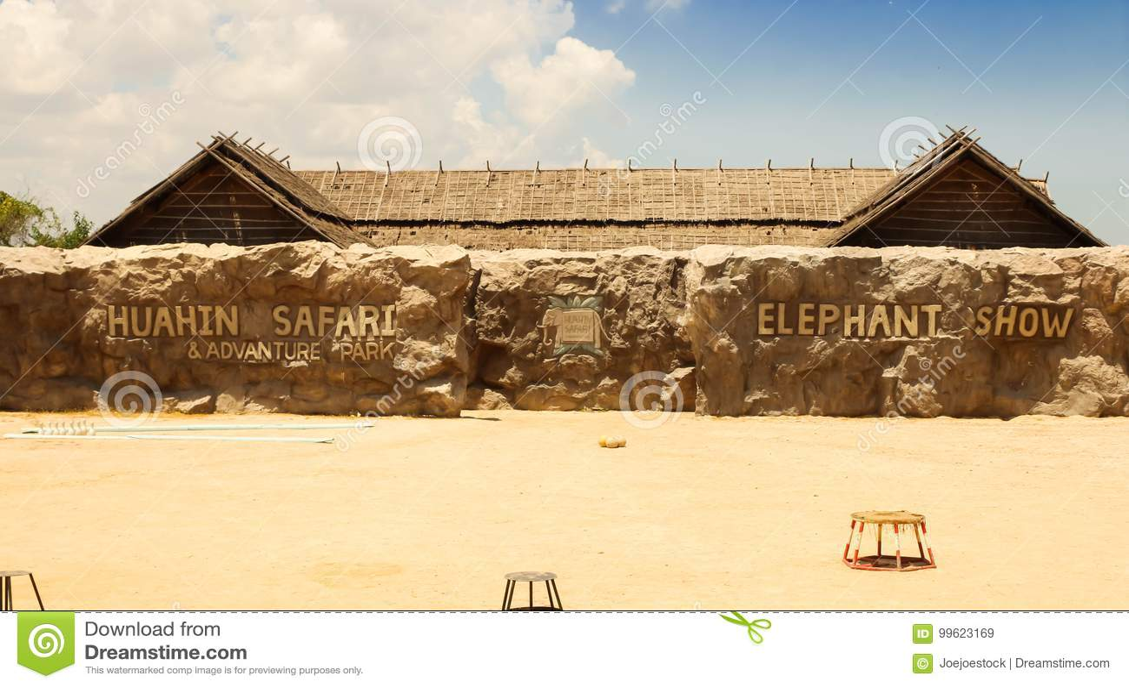 Ο εκδοτικός-ελέφαντας παρουσιάζει στο σαφάρι HuaHin, Ταϊλάνδη