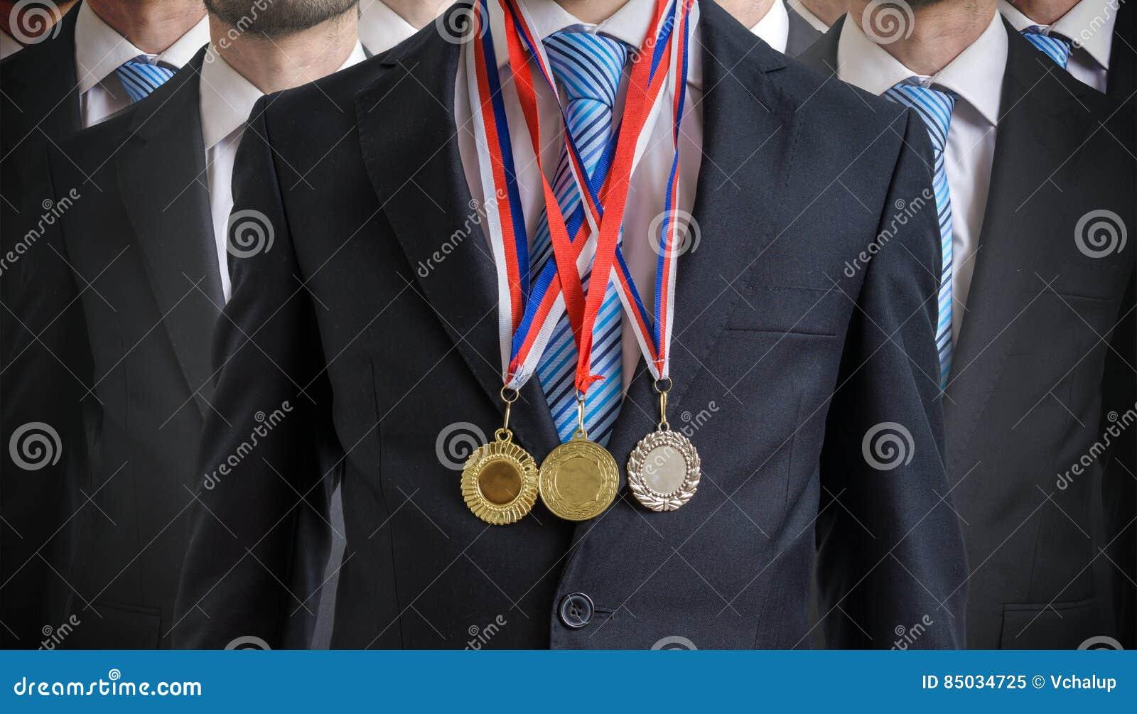 Ο εξαιρετικός επιτυχής υπάλληλος απονεμήθηκε για τις άριστες δεξιότητές του