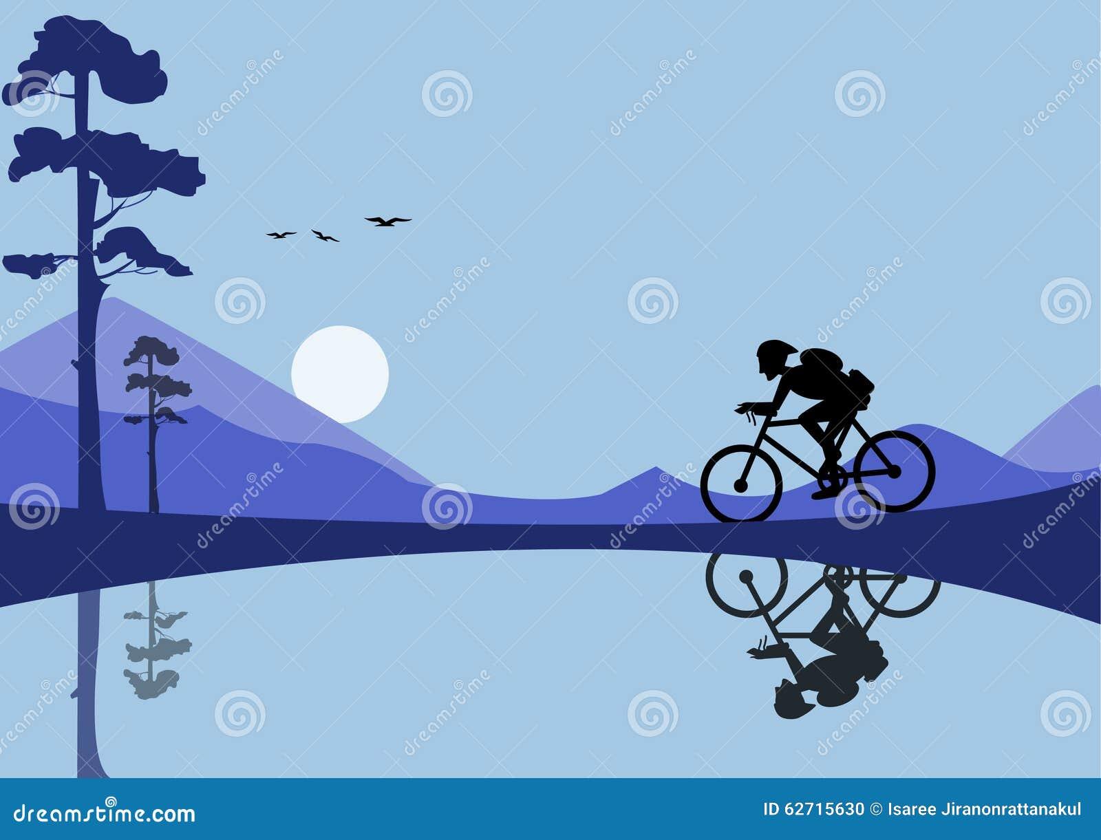 Οδηγώντας ποδήλατο νεαρών άνδρων στα υπόβαθρα φύσης