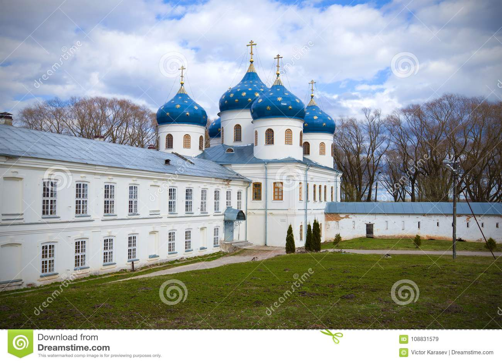 Ο ιερός διαγώνιος καθεδρικός ναός του μοναστηριού την ημέρα Απριλίου novgorod Ρωσία veliky