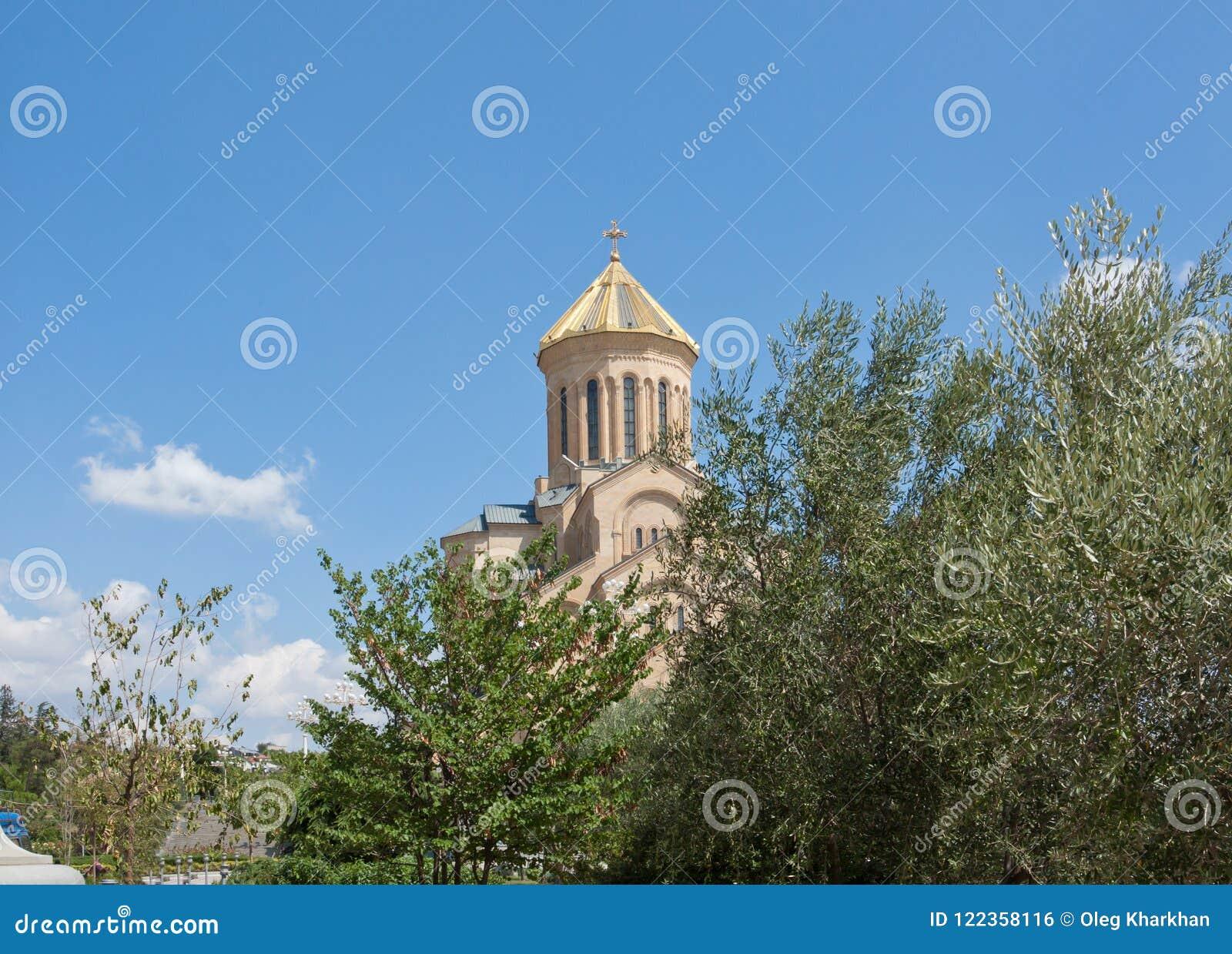 Ο ιερός καθεδρικός ναός τριάδας του Tbilisi