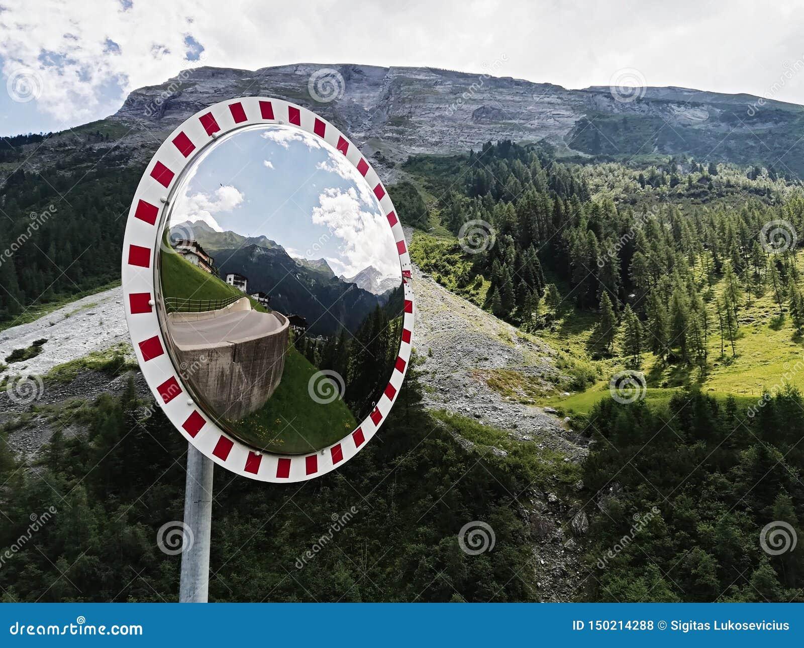 Ο καθρέφτης καμπυλών κυκλοφορίας, ασφάλεια καθρεφτών κυκλοφορίας