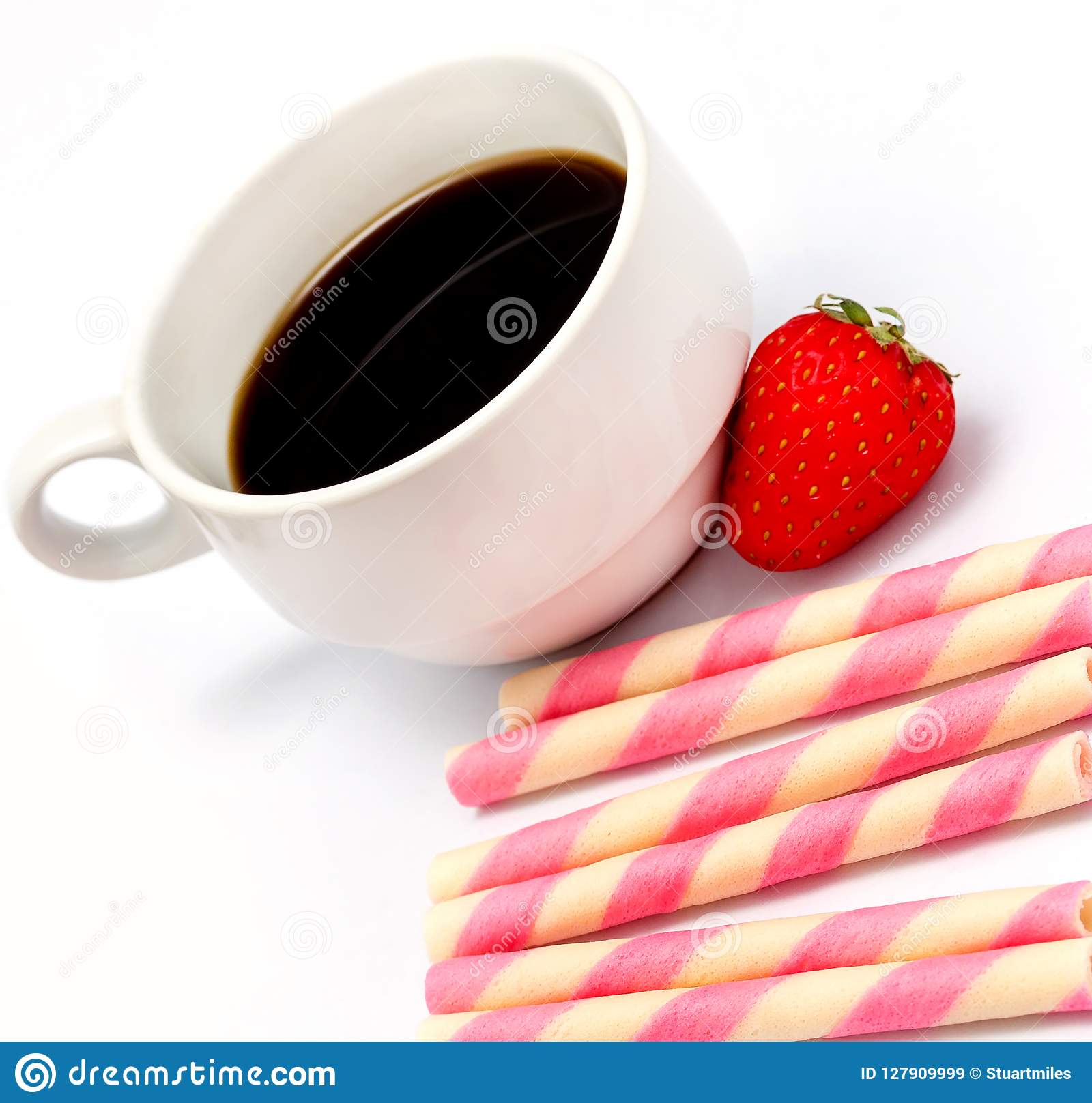 Ο καφές μπισκότων φραουλών σημαίνει τον καφέ και Decaf καφεΐνης