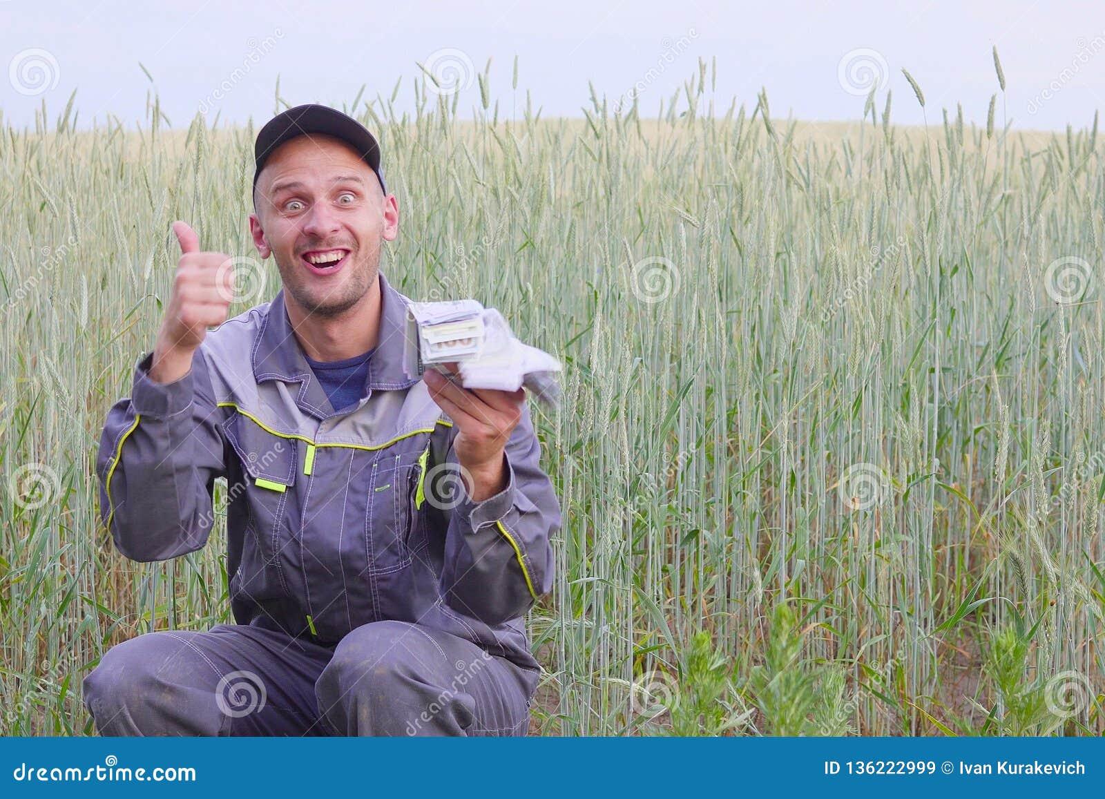 Ο νέος αγρότης έχει πολλά χρήματα Η έννοια της επιτυχίας της επιχείρησης στη γεωργία