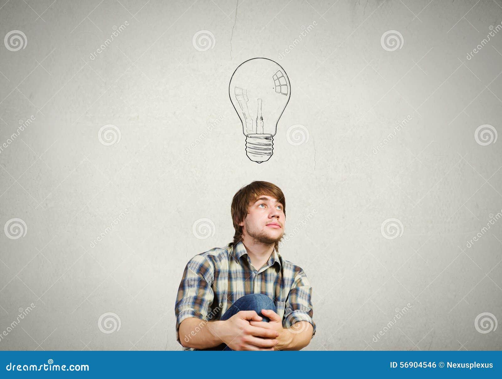 Ο νεαρός άνδρας έχει μια ιδέα