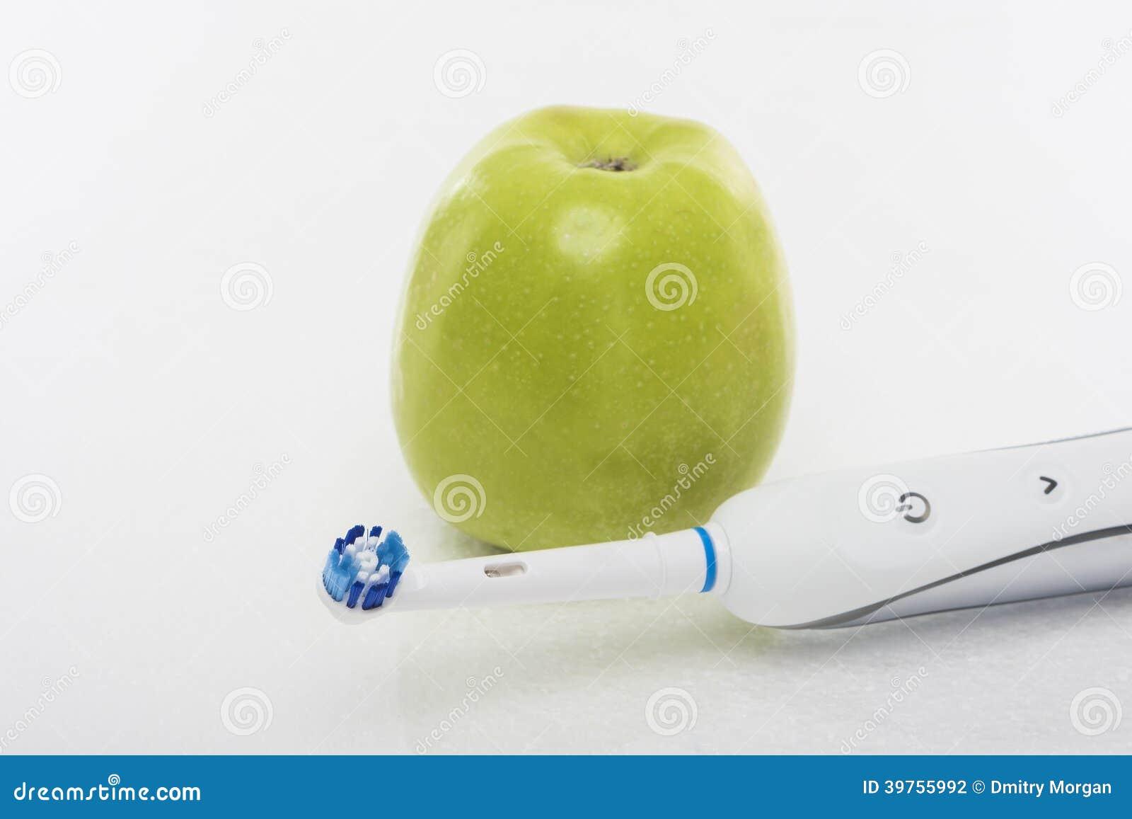 Οδοντική έννοια Hygien: Πράσινο μήλο μαζί με ηλεκτρικό Toothb