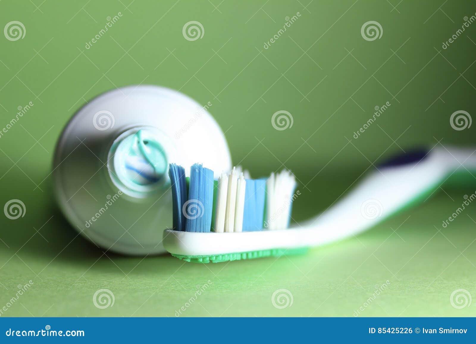 Οδοντόβουρτσα και οδοντόπαστα