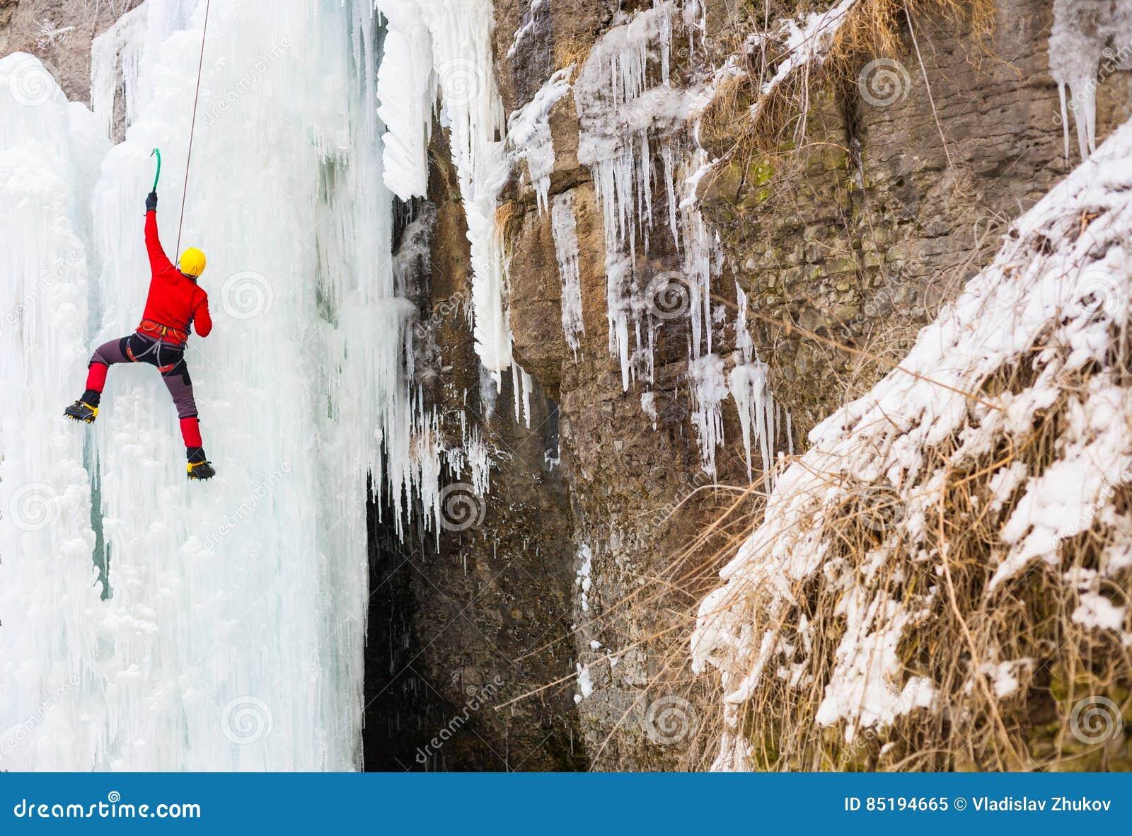 Ο ορειβάτης αναρριχείται στον πάγο