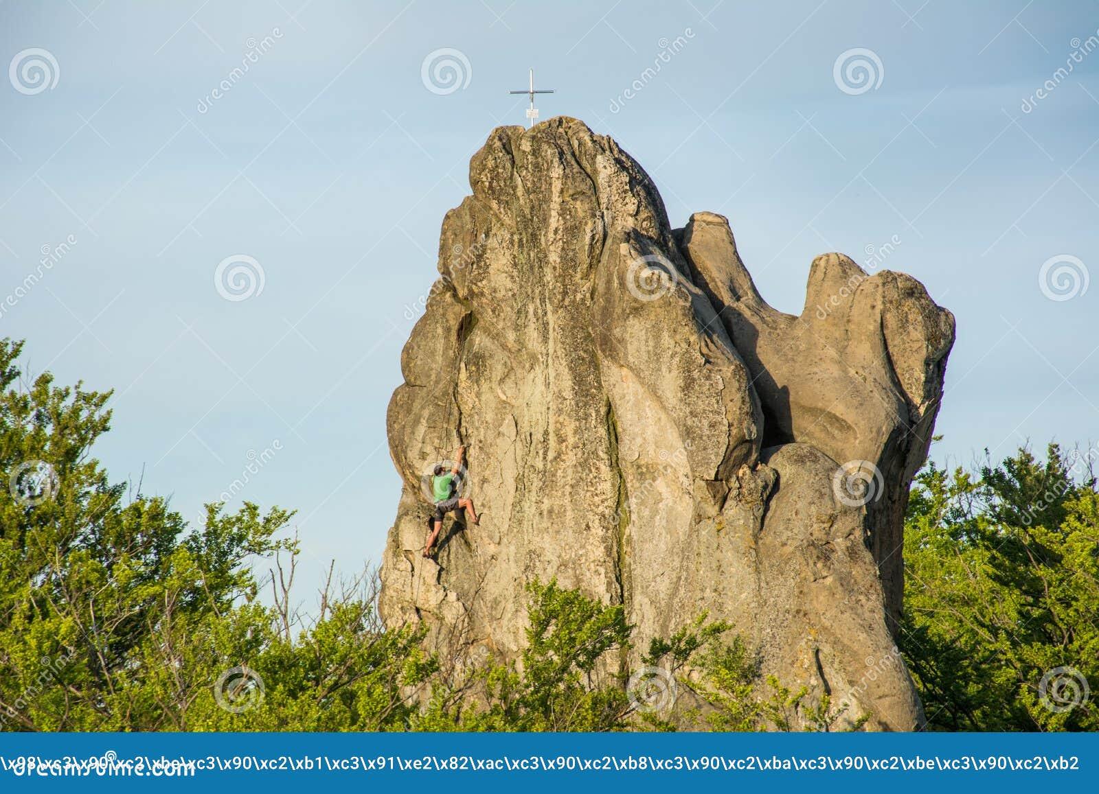 Ο ορειβάτης κατακτά τη σύνοδο κορυφής