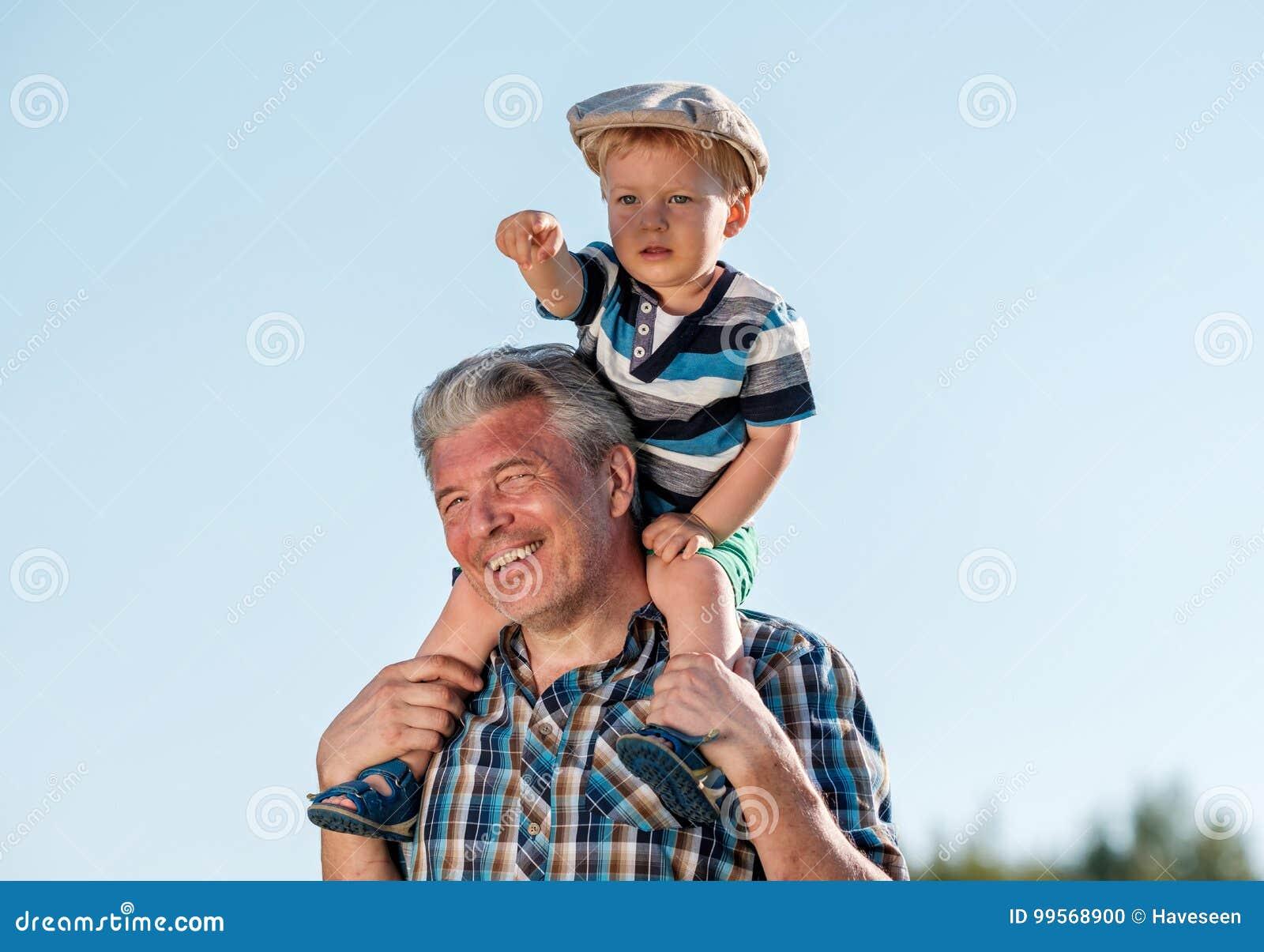 μεγάλος παππούς πουλί