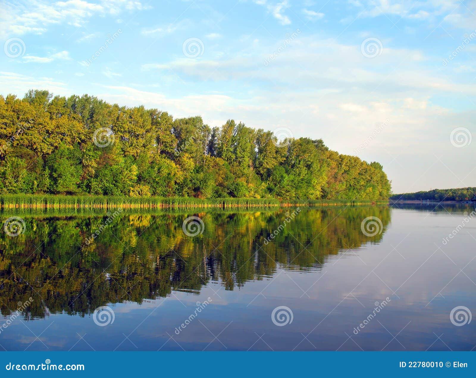 Ο ποταμός Chagan, εισροή του ποταμού Ural, πόλη Uralsk