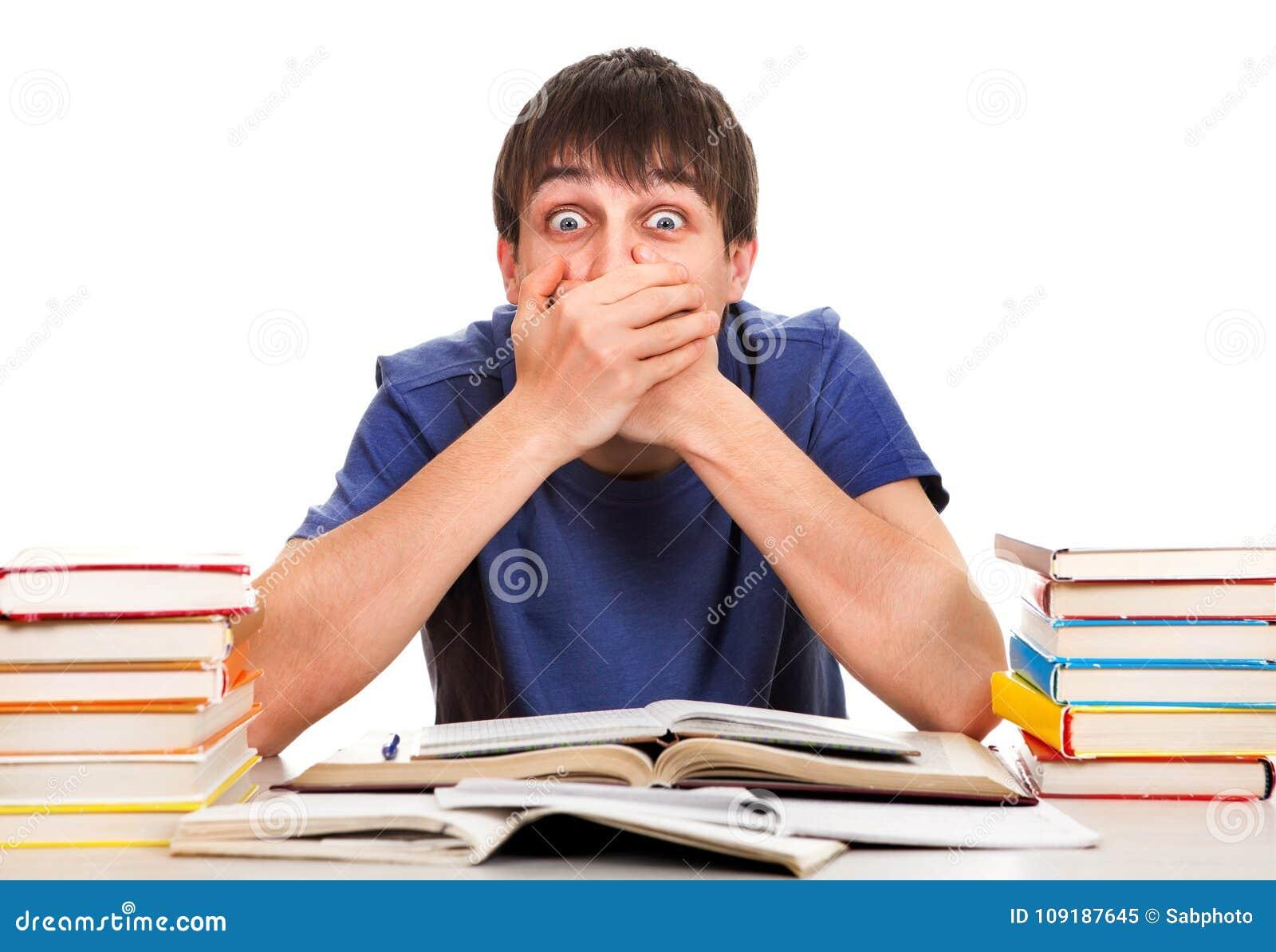 Ο σπουδαστής κλείνει το στόμα του