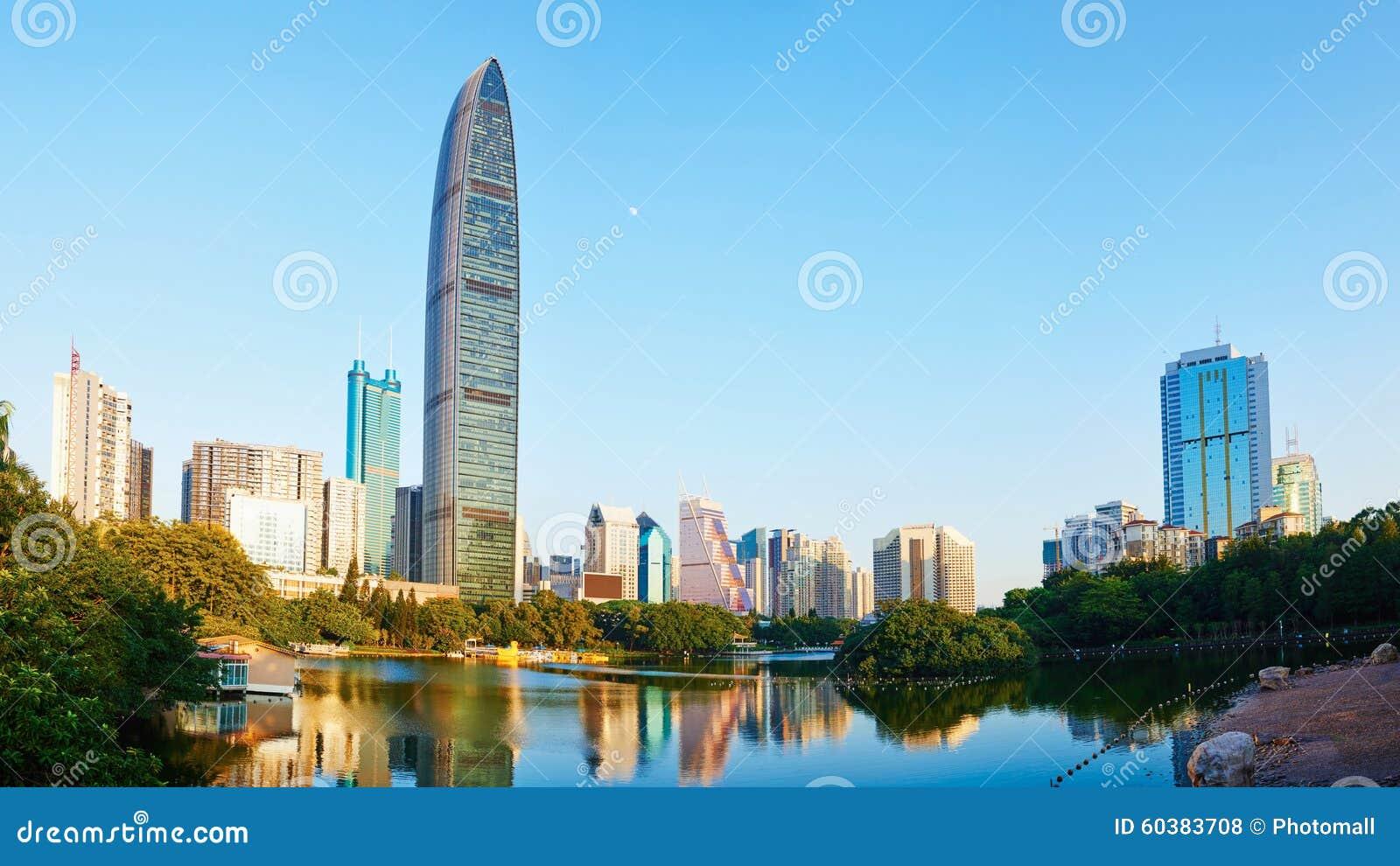 Ο σύγχρονος εμπορικός ουρανοξύστης μέσα το οικονομικό κέντρο Κίνα