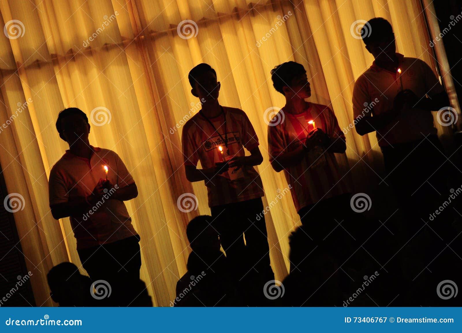Ο ταϊλανδικός ανιμισμός ανάβει το κερί
