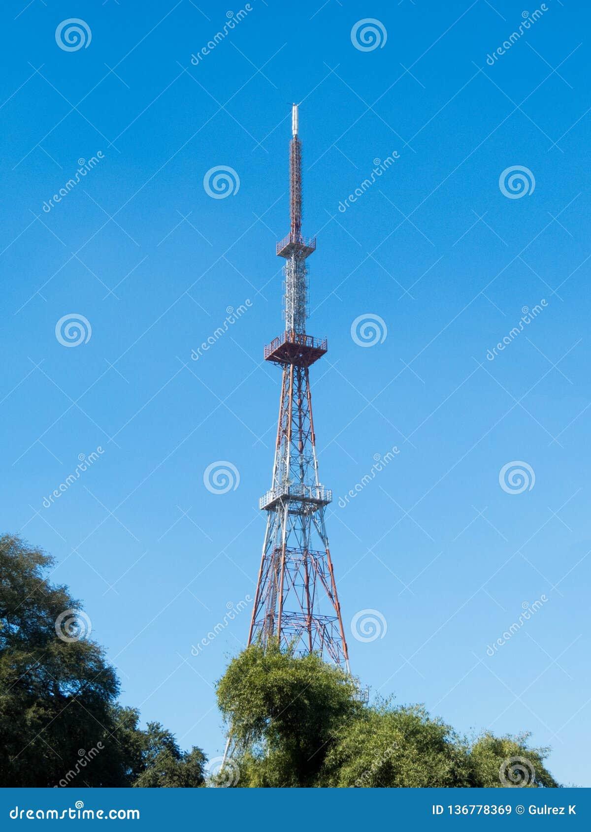 Ο τηλεοπτικός πύργος σε Indore, φαίνεται παρόμοιος με τον πύργο Παρίσι του Άιφελ