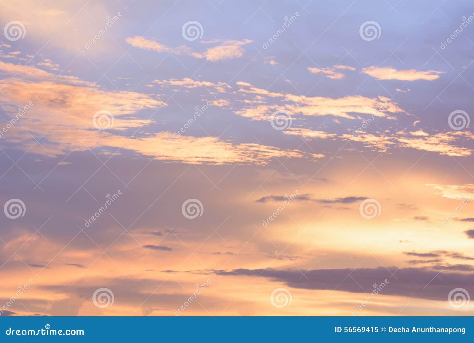Download Ο χρυσός ουρανός είναι πολύ όμορφος και του ήλιου ακριβώς μέσα Στοκ Εικόνα - εικόνα από δροσίστε, δέντρο: 56569415