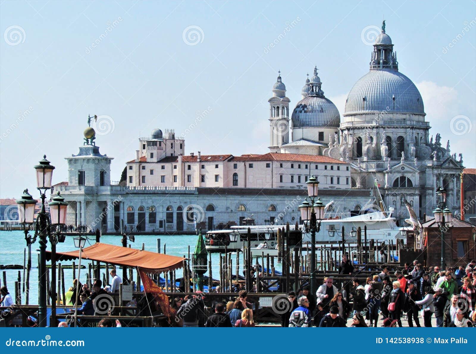 Ο όμορφος χαιρετισμός della Di Σάντα Μαρία βασιλικών Λα στη Βενετία, Ιταλία