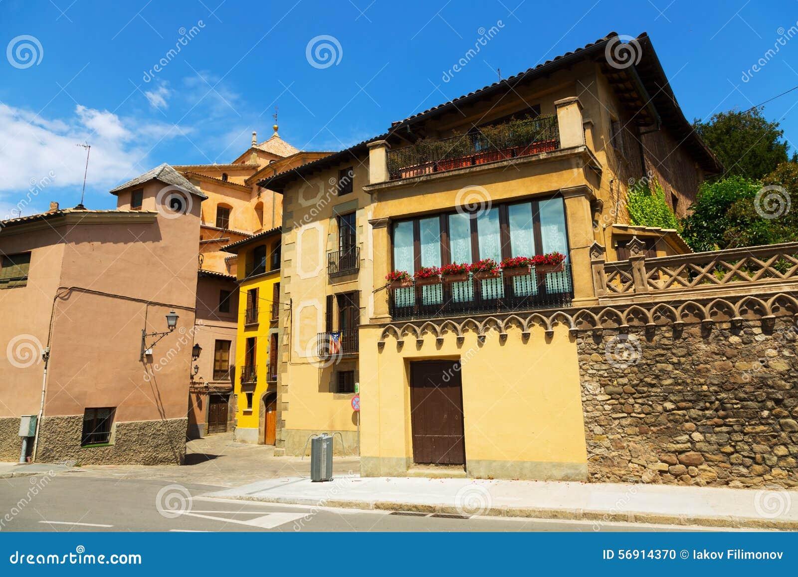 Οδός της παλαιάς καταλανικής πόλης vic
