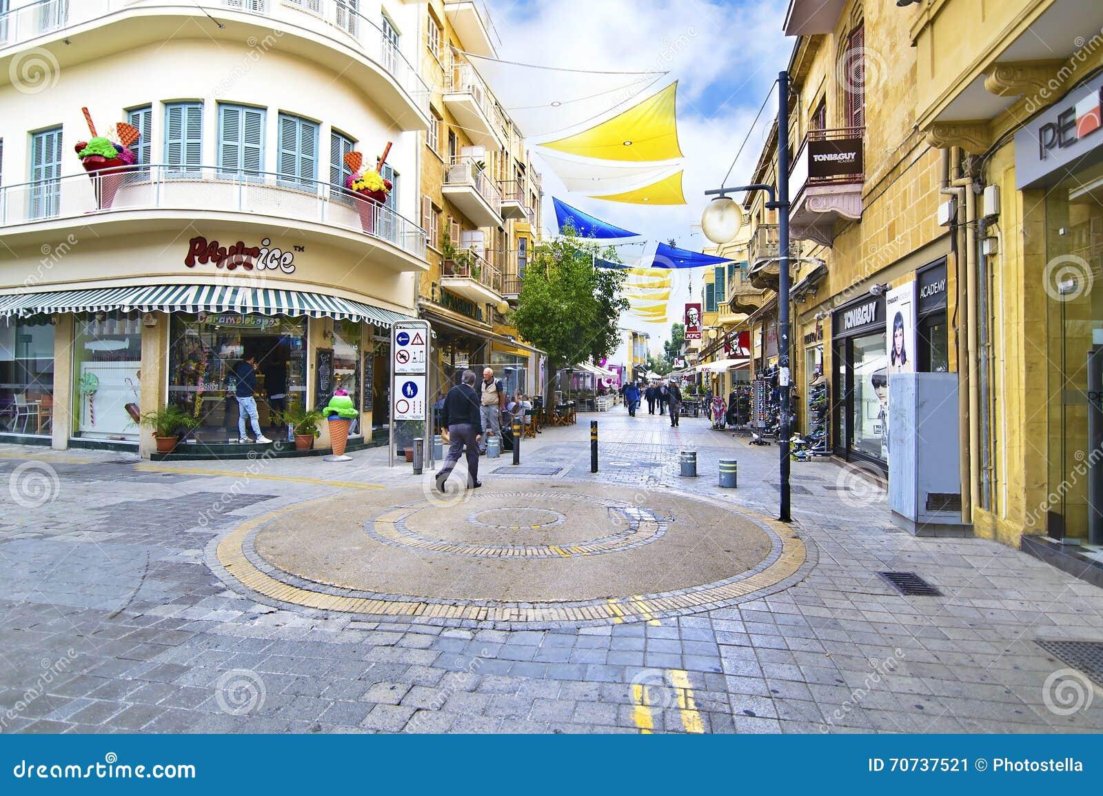 e6f2b004374e Οδός Ledras με τα καταστήματα στη Λευκωσία Lefkosia Κύπρος Εκδοτική ...