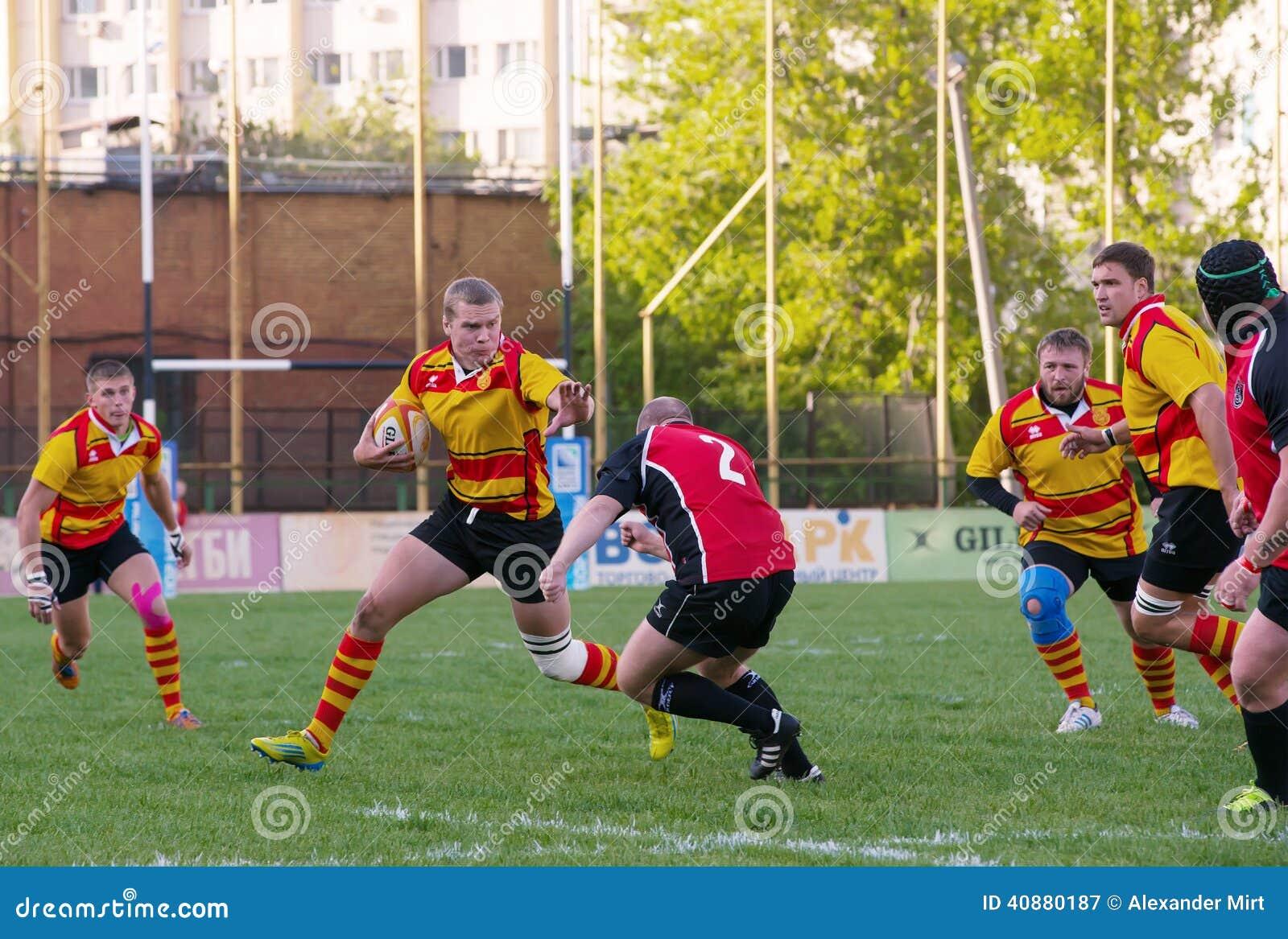Ο Alex Davidov (2) υπερασπίζει