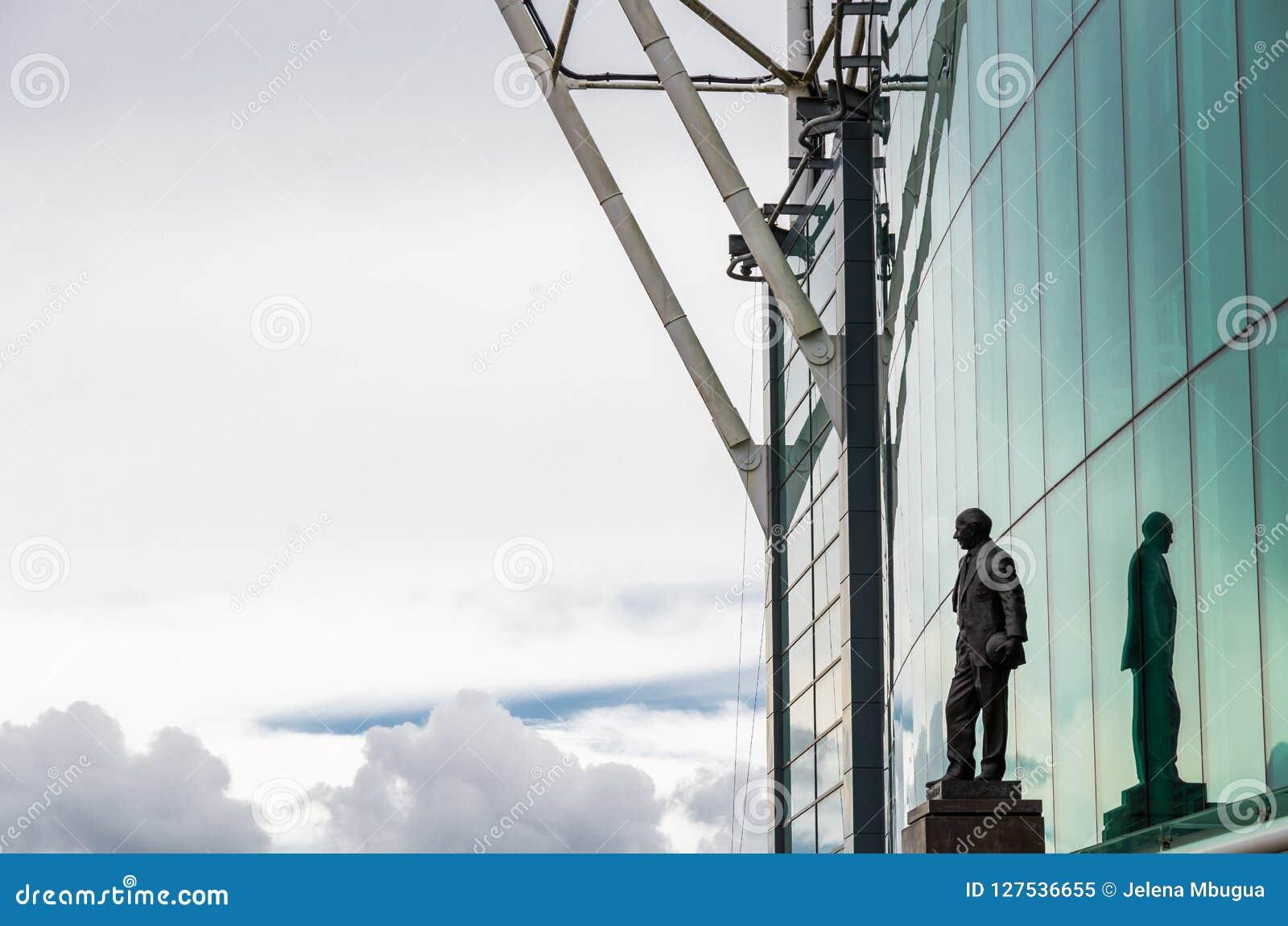 Ο Sir Matt Busby Statue σε παλαιό Trafford