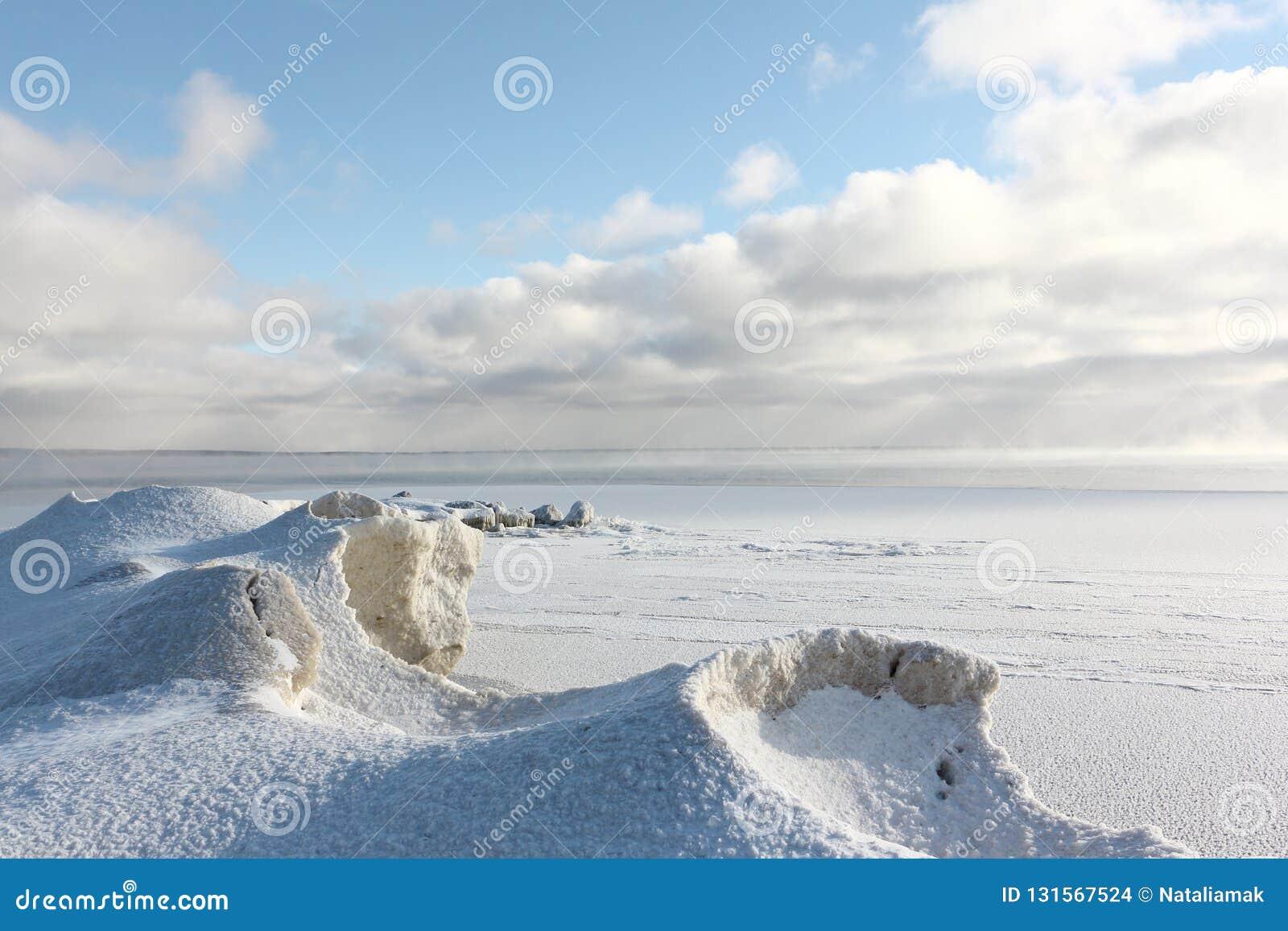 Πάγος που διαμορφώνει στον ποταμό, δεξαμενή Ob, Σιβηρία, Ρωσία