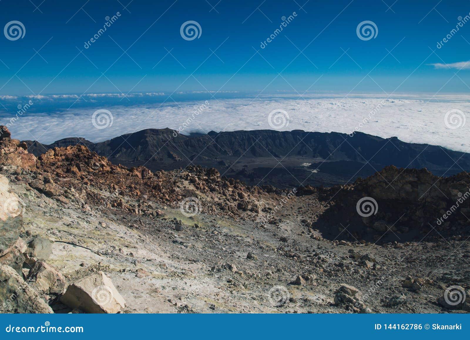 Πάνω από ένα ηφαίστειο Teide Ηφαίστειο Tenerife r Τα βουνά