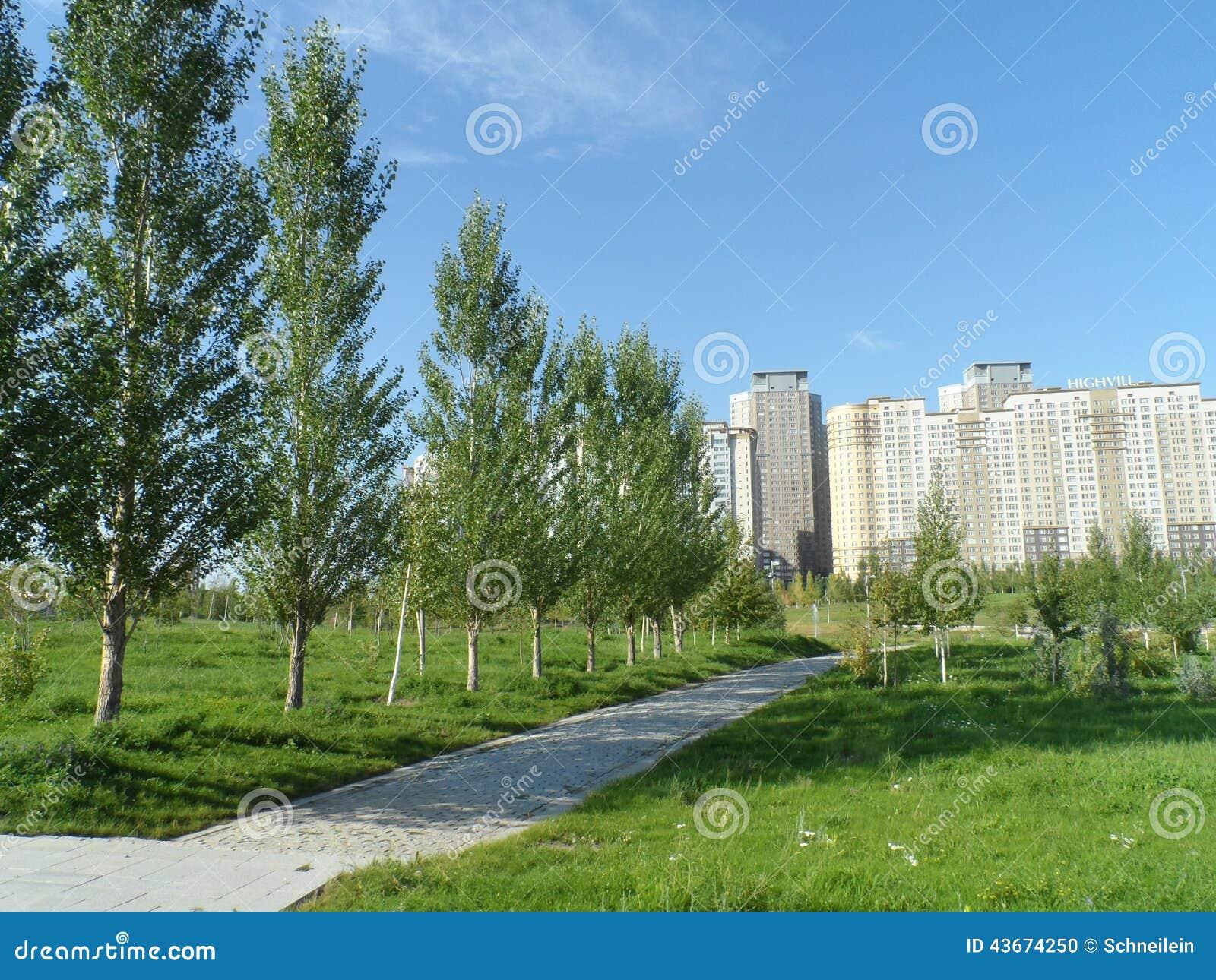 Πάρκο και κατοικημένα κτήρια