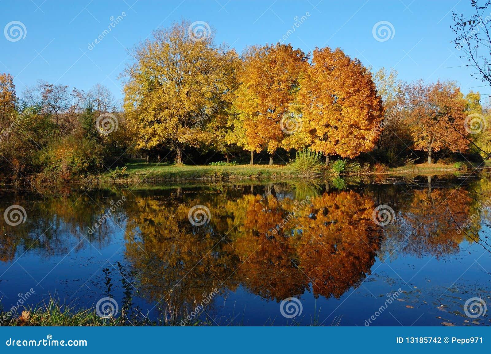 πάρκο πόλεων φθινοπώρου