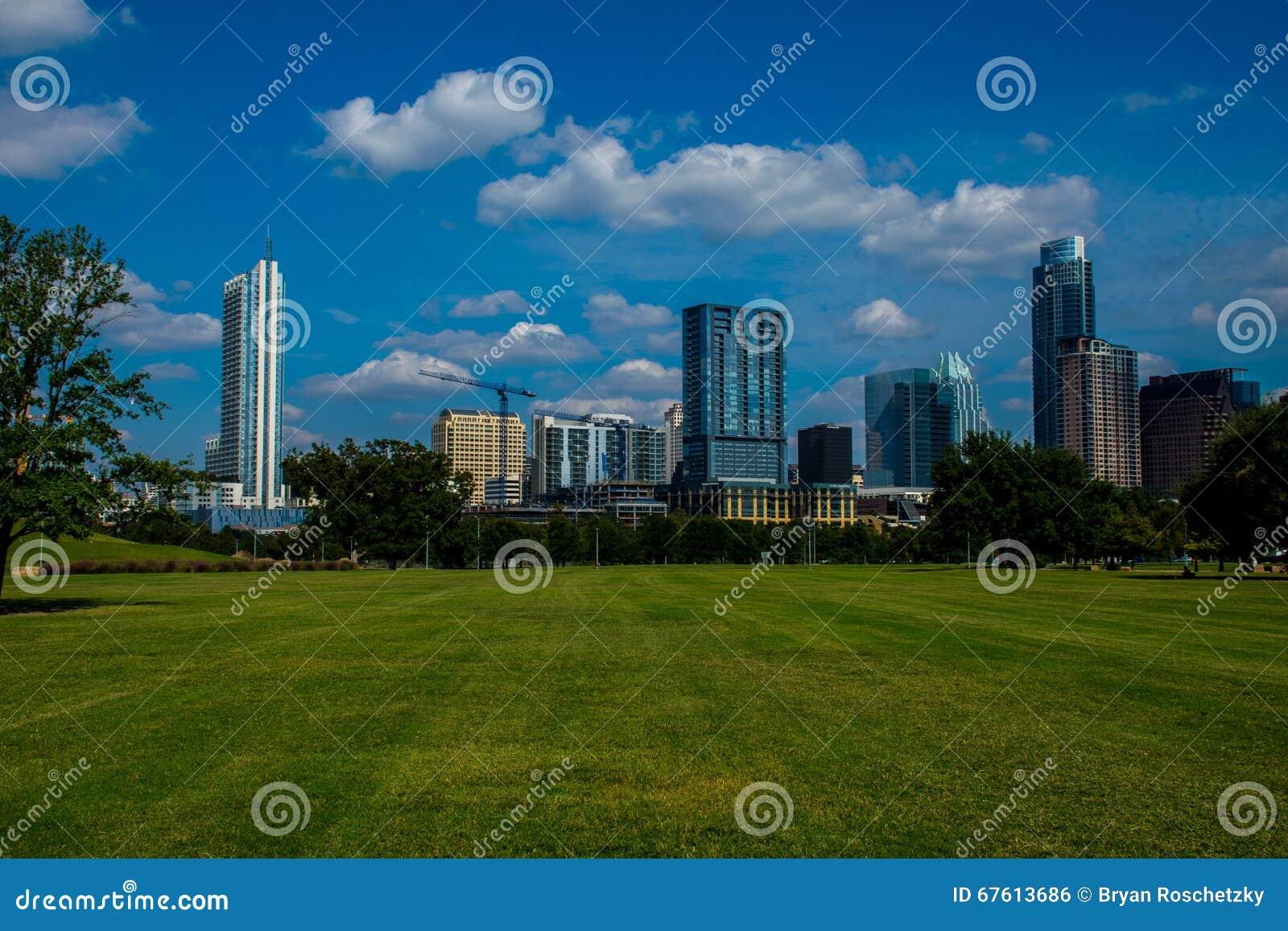Πάρκο του Ώστιν Τέξας τη φωτεινή χρονική ημέρα άνοιξη στο κεντρικό Τέξας